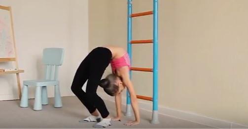видео: упражнения на гибкость для детей от Wallbarz