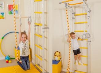 Массаж стоп ребенка на шведской стенке Wallbarz Fun