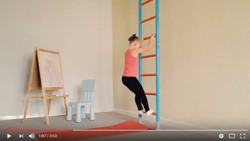 Видео: гимнастика при плоскостопии у детей на шведской стенке Wallbarz.